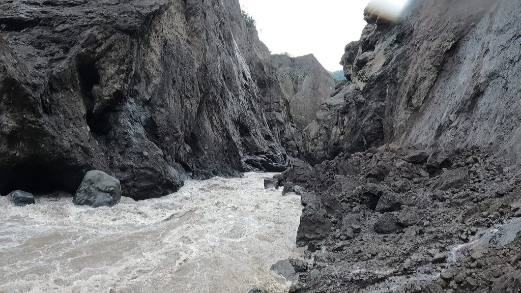 E Intothegorge2